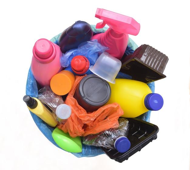 Draufsicht auf einen recycling-mülleimer aus kunststoff