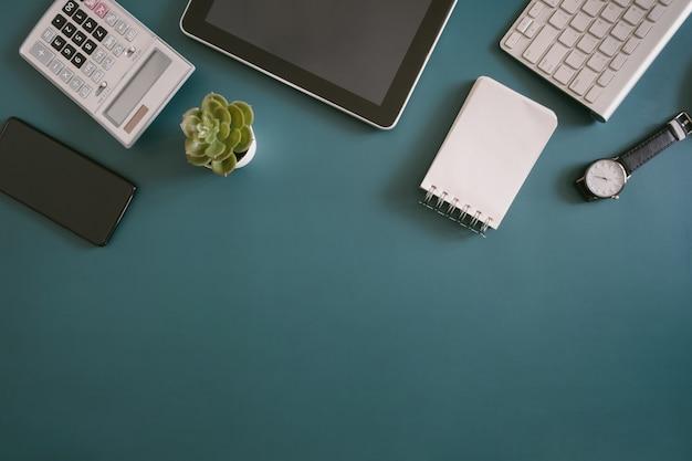 Draufsicht auf einen schreibtischarbeitsplatz