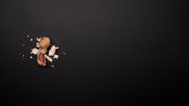 Draufsicht auf erdnüsse mit kopierraum