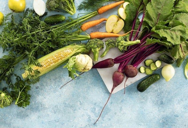 Draufsicht auf frisches bauerngemüse