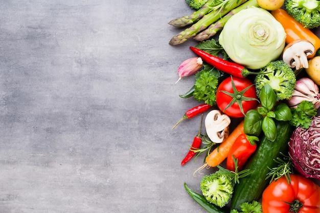 Draufsicht auf frisches bio-gemüse