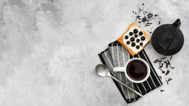 Draufsicht auf frühstück mit kopierraum