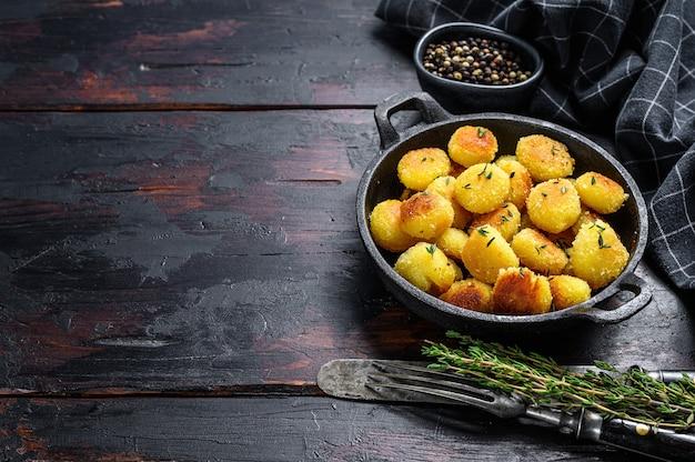 Draufsicht auf gebratene gnocchi-kartoffelnudeln