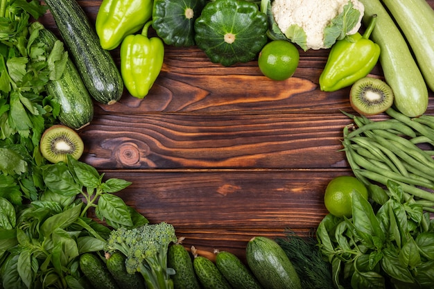 Draufsicht auf gesunde lebensmittel, saubere lebensmittelrahmen von gemüsesuperfoods