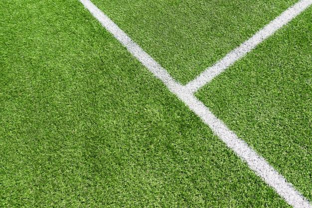 Draufsicht auf grünes künstliches fußballfußballfeldgras mit weißer linie