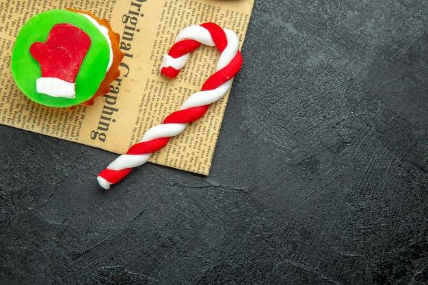 Draufsicht auf köstliche hausgemachte kleine kekse zu weihnachten