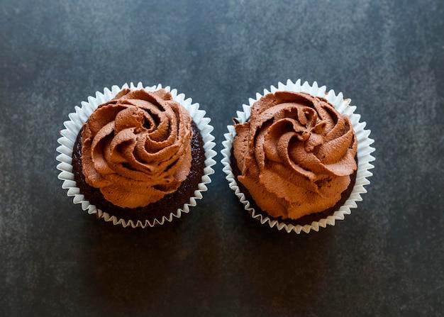 Draufsicht auf köstliche schokoladencupcakes
