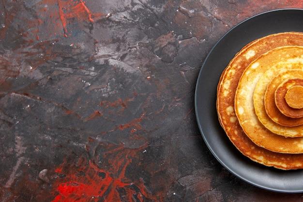 Draufsicht auf leckeren pfannkuchenhaufen