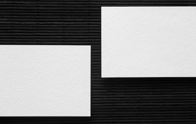 Draufsicht auf leere visitenkarten des firmenkopierraums