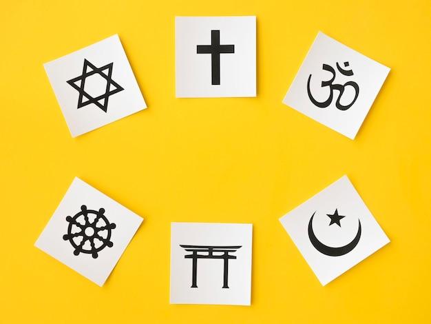 Draufsicht auf religiöse symbole