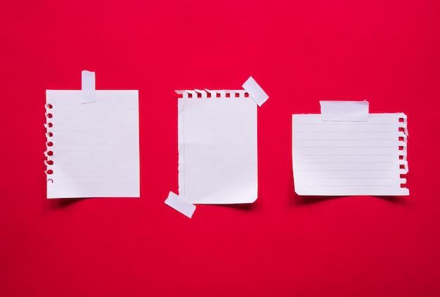 Draufsicht auf sammlungsnotizpapiere mit kopierraum.