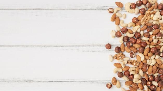 Draufsicht auf sortiment von nüssen mit cashewnüssen