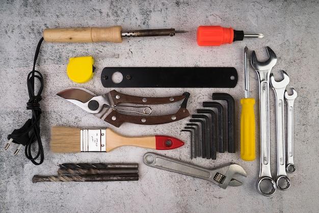 Draufsicht auf verschiedene arten von werkzeugen