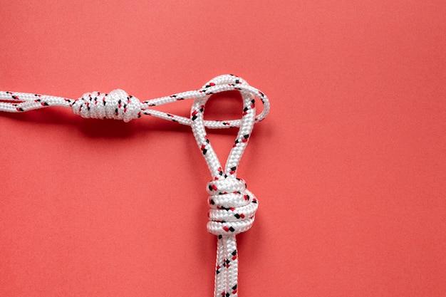 Draufsicht auf weiße seeseilknoten