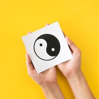 Draufsicht auf ying und yang symbol