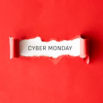 Draufsicht auf zerrissenes papier für cyber-montag-freigabe