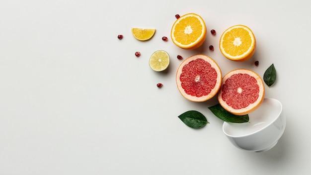 Draufsicht auf zitrusfrüchte mit kopierraum