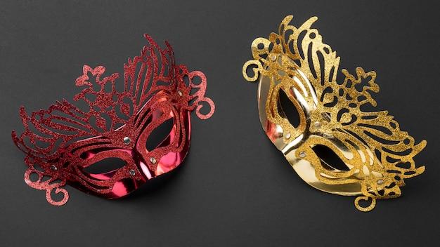 Draufsicht auf zwei masken für karneval