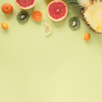 Draufsicht auswahl an frischen früchten mit kopierraum