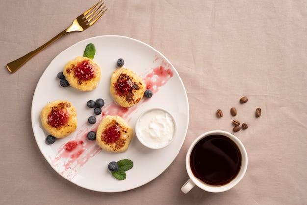 Draufsicht auswahl an frühstücksartikeln