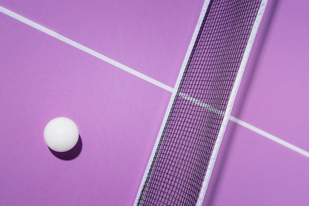 Draufsicht ball und tischtennisnetz