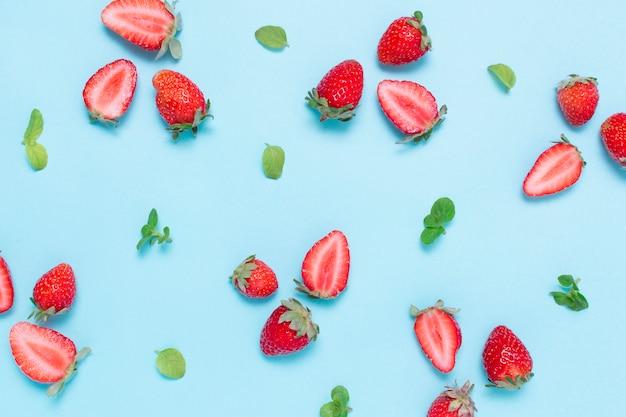 Draufsicht bio und leckere erdbeeren