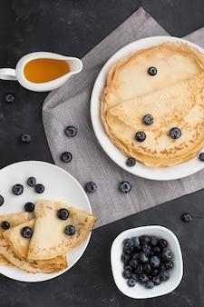 Draufsicht blaubeeren auf pfannkuchen