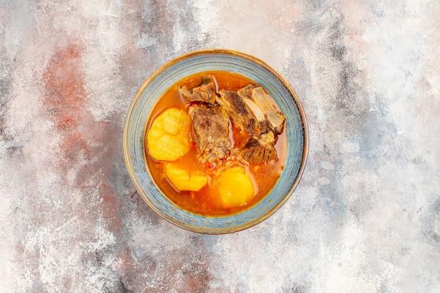 Draufsicht bozbash-suppe auf nacktem hintergrund