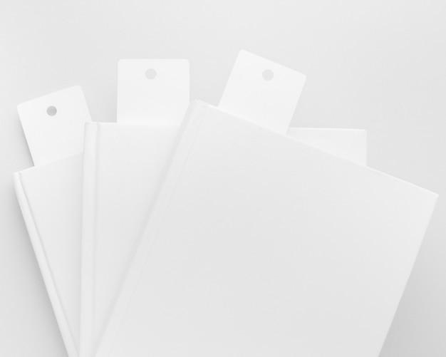 Draufsicht bücher mit lesezeichensammlung