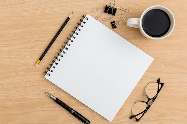 Draufsicht bürotisch schreibtisch. flacher arbeitsbereich