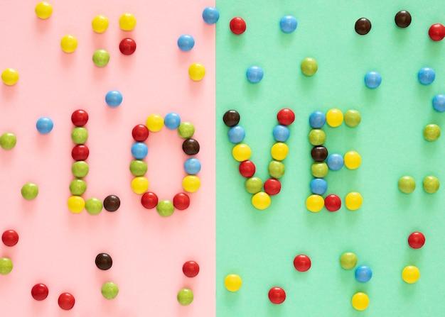 Draufsicht bunte süßigkeitenanordnung