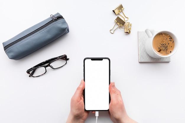 Draufsicht business desk anordnung mit leerem telefon