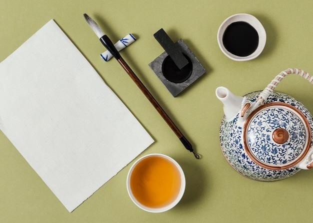 Draufsicht chinesische tinte mit leerer papierzusammensetzung