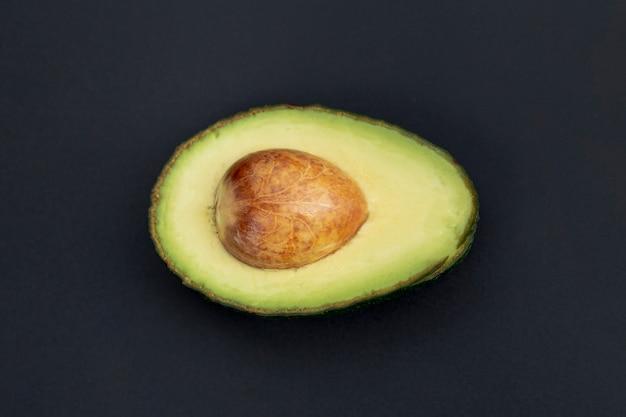 Draufsicht der avocado halb mit grube