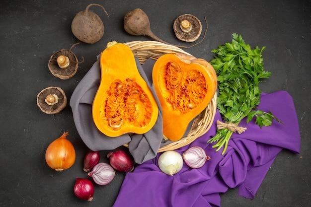 Draufsicht der frischen reifen kürbisscheibenfrucht