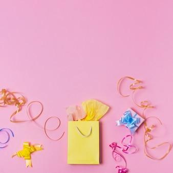 Draufsicht der geschenk- und geschenktüte mit band