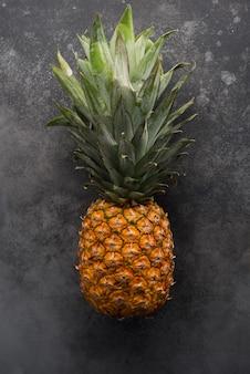 Draufsicht der goldenen ananas der tropischen frucht