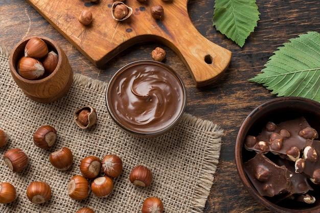 Draufsicht der köstlichen haselnussschokolade