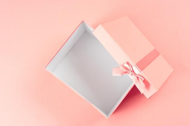 Draufsicht der leeren offenen geschenkbox