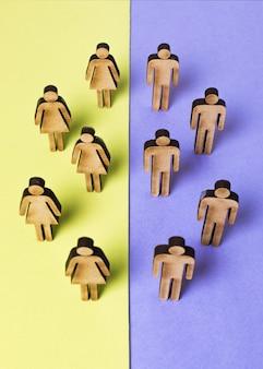 Draufsicht der pappleutefrauen und -männer