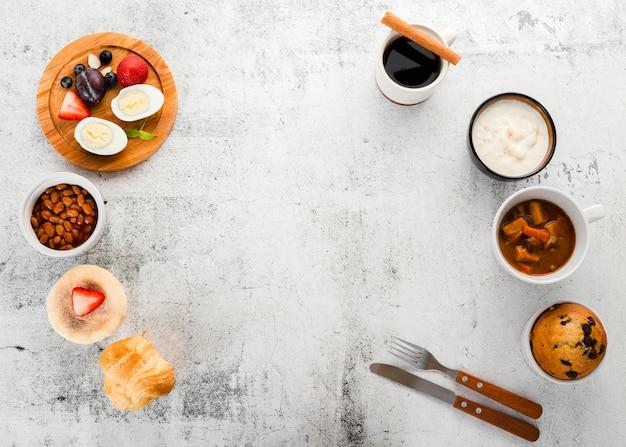 Draufsicht der perfekten frühstücksanordnung