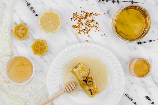 Draufsicht der produkte der goldenen biene