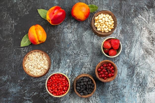 Draufsicht der reifen früchte der frischen pfirsiche