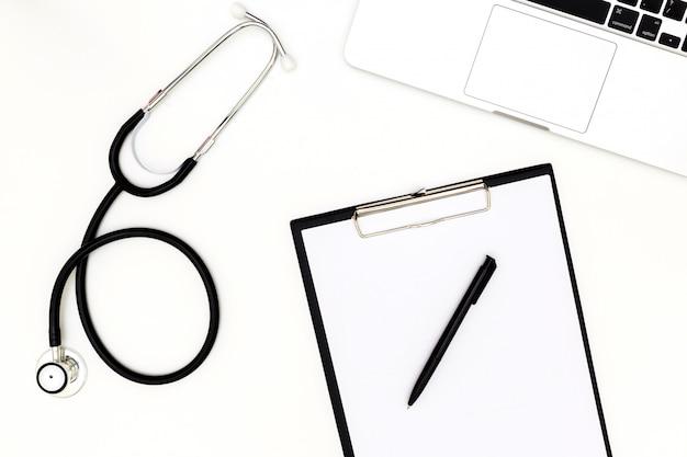 Draufsicht der schreibtischtabelle doktors