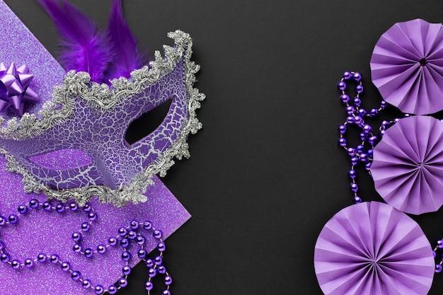 Draufsicht der viktorianischen violetten maske
