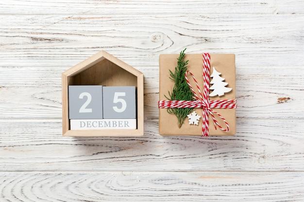 Draufsicht der weihnachtsdekoration mit weihnachtskalender