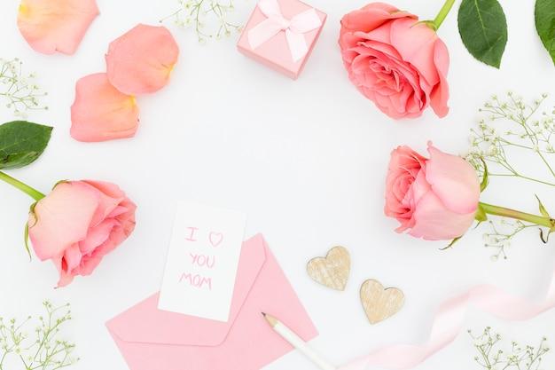 Draufsicht der weißen und rosa tulpen