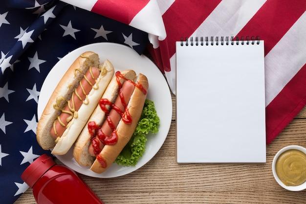 Draufsicht des amerikanischen essens mit kopienraum