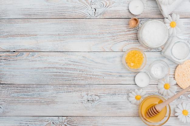 Draufsicht des badesalzes und des honigs für badekurort