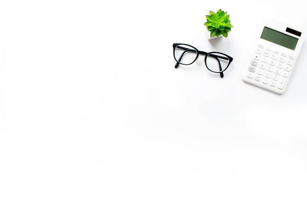 Draufsicht des business desk-rechners, mit einem kopierbereich rechts.